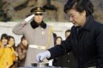 Giải mã những thông điệp ngầm từ trang phục của tân Tổng thống Hàn
