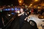 Ảnh: Người dân Boston đổ ra đường cảm ơn cảnh sát Mỹ