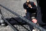 Đọ súng trước cửa Văn phòng Thủ tướng Italia trong lễ nhậm chức