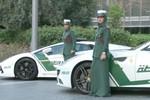 Video: Nữ cảnh sát Dubai cưỡi Ferrari đi tuần