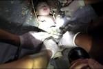 Mẹ em bé bị kẹt trong ống xả toilet ra đầu thú