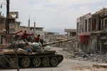 Assad đảo ngược thế cờ, phiến quân Syria lục đục và phương Tây chia rẽ