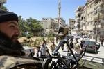 Syria sơ tán hầu hết các doanh trại quân đội tại Damascus