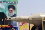 """Iran """"khoe"""" 30 quả tên lửa tầm xa lên tới 2.000 km"""