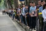 AP đăng chùm ảnh ngày đầu nhân dân tới viếng tang tại nhà Tướng Giáp
