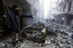 """Video: Quân đội Syria ném """"bom thùng"""" Aleppo, 36 dân thường thiệt mạng"""