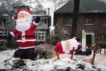 Mất điện, người Canada đón Giáng sinh bằng nến trong băng giá