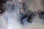 """Chính phủ Thái Lan """"cầu cứu"""" quân đội sau đụng độ chết người"""