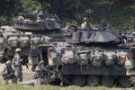 Mỹ điều thêm 800 binh sĩ, 80 xe tăng - xe bọc thép tới Hàn Quốc