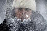 Video: Không khí lạnh đóng băng miền Nam ấm áp của Mỹ
