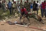 Video: 20 lính Trung Phi tấn công dã man một phiến quân