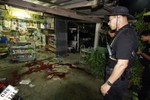 Vợ cảnh sát Thái Lan bị bắn và thiêu chết trước cổng chợ