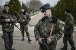 Kiev rót 13 triệu USD cho binh sĩ tại Crimea