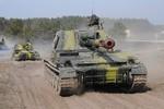 Video: Vũ khí Ukraine rầm rộ đổ về biên giới với Nga