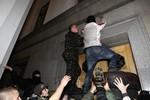 Bị bao vây, các nghị sĩ Ukraine phải chui xuống hầm chạy trốn