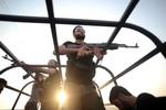 Phiến quân Syria nã đạn súng cối vào các thùng vũ khí hóa học