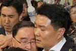 Thủ tướng Hàn Quốc bị người nhà nạn nhân chìm tàu tấn công