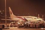 Nổ lốp khi cất cánh, máy bay Malaysia Airlines hạ cánh khẩn cấp