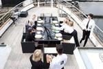 Phục vụ trên du thuyền của giới siêu giàu, lương đến 6.000 USD/tuần