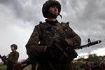 Moscow: Ukraine triển khai 15 nghìn binh sĩ tới biên giới Nga