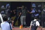 Cảnh sát Tân Cương bắn chết 13 người tấn công trụ sở