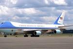 Hacker tấn công Facebook báo Mỹ tuyên bố Không lực 1 rơi ở Nga