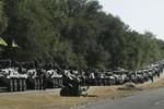 Ukraine kêu gọi NATO hỗ trợ sau cáo buộc 100 xe bọc thép Nga xâm nhập
