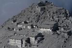 Ảnh: Núi lửa Nhật Bản bất ngờ phun trào khiến hơn 31 người thiệt mạng