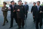 Chosun: Kim Jong-un chống gậy để tìm kiếm sự cảm thông