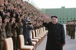Video: Kim Jong-un vẫn còn đi tập tễnh khi không chống gậy