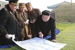 Video: Kim Jong-un chỉ đạo tập trận, ngồi thử chiến đấu cơ