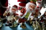 Ảnh: Bên trong công xưởng sản xuất đồ trang trí Noel lớn nhất thế giới