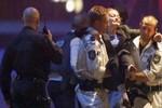 Cảnh sát Úc đột kích quán cà phê Lindt kết thúc 16 giờ bế tắc