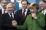 """Peskov: """"Putin không bị bệnh, vẫn có thể bẻ gẫy tay bạn"""""""