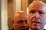Thượng viện đồng ý hỗ trợ Kiev 300 triệu USD, John McCain thăm Ukraine
