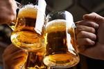 Tiệc tất niên chỉ toàn thấy rượu bia và âm thanh chát chúa