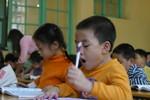 Những trường không dạy thêm, khi đến lớp, thầy làm gì với trẻ?