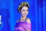 Jennifer Phạm tỏa sáng bên dàn mỹ nhân Việt tại thảm đỏ HTV Awards