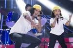 Cặp đôi Uyên Nhi - Kyo York giành 100 triệu nhờ hóa thân Phạm Anh Khoa