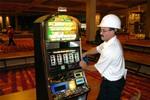 Vụ kiện 55,5 triệu USD: Cần triệu tập nhà sản xuất máy đánh bạc!