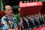 Vụ ông già 73 tuổi có thai và câu chuyện về Coca Cola Việt Nam