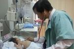 Lần đầu tiên nội soi thành công bé 40 ngày tuổi bị ổ cặn mủ màng phổi