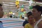Nhân viên siêu thị Big C ném cá vào mặt khách hàng