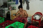 Không có chuyện cua Cà Mau bán siêu rẻ ở vỉa hè Hà Nội