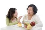 Dinh dưỡng cho người lớn tuổi: Đừng quên 2 ly sữa mỗi ngày!