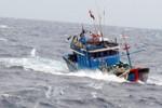 Tàu cá có 13 thuyền viên đang gặp nạn trên vùng biển Trường Sa