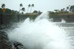 Bão số 11 gây gió giật mạnh dựng cột sóng ở các tỉnh miền Trung