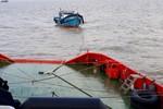 Tàu Cảnh sát biển vượt sóng lớn, cứu ba thuyền viên gặp nạn trên biển