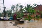 Bốn thủy điện lớn ở miền Trung ào ạt xả lũ, hạ du ngập nặng