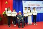 Giáo sư Nhật Bản trao quỹ học bổng cho sinh viên nghèo vượt khó